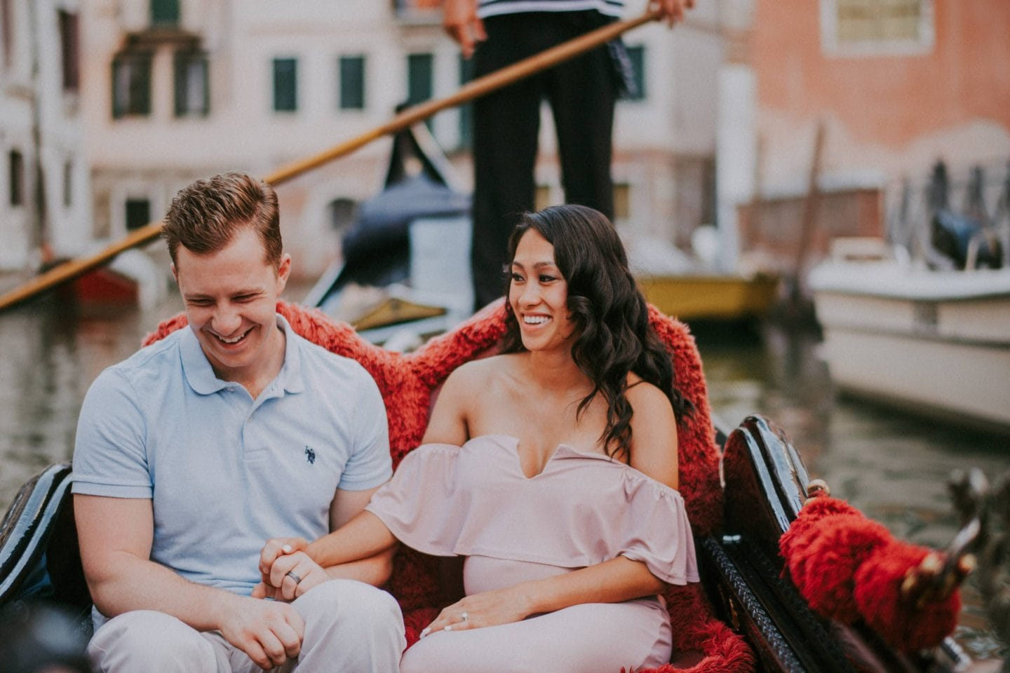 romantic gondola ride venice photographer